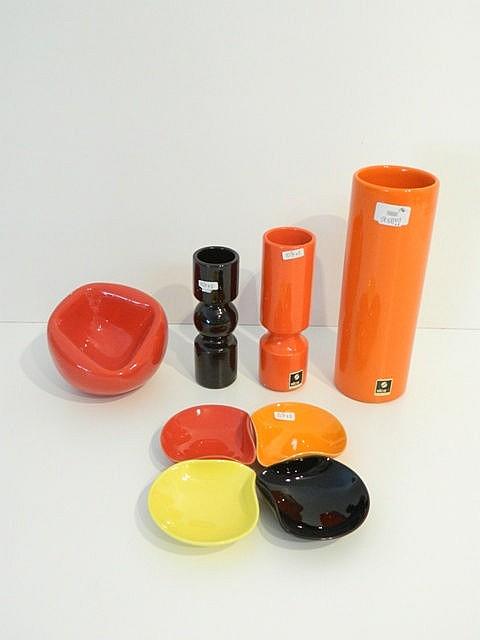 Ensemble Vintage principalement italien en céramique dans les tons orange,