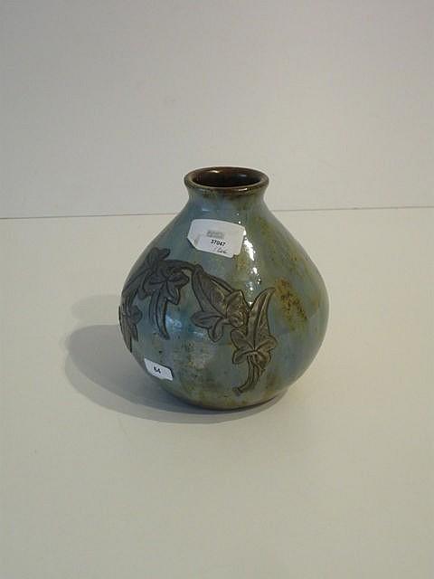 Petit vase sphérique orné d'un rameau en étain, circa 1900, céramique à gla