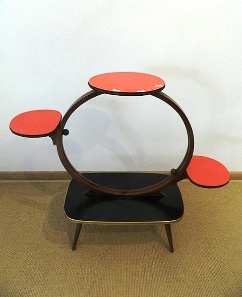 Sellette-table basse à bords arrondis, circa 1950-60, plateaux colorés en m