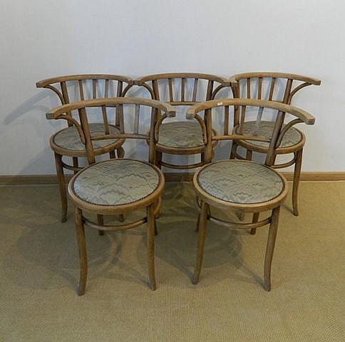 Suite de cinq fauteuils de style Thonet, début XXe, bois thermoformé, assis