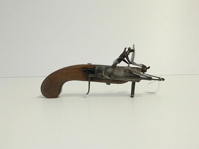 Allume-mèche à silex, XVIIIe, l. 20,5 cm.