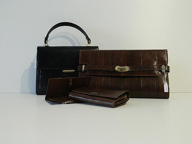 Lot de deux sacs en cuir noir et brun [bel état] ; on y joint un portefeuil