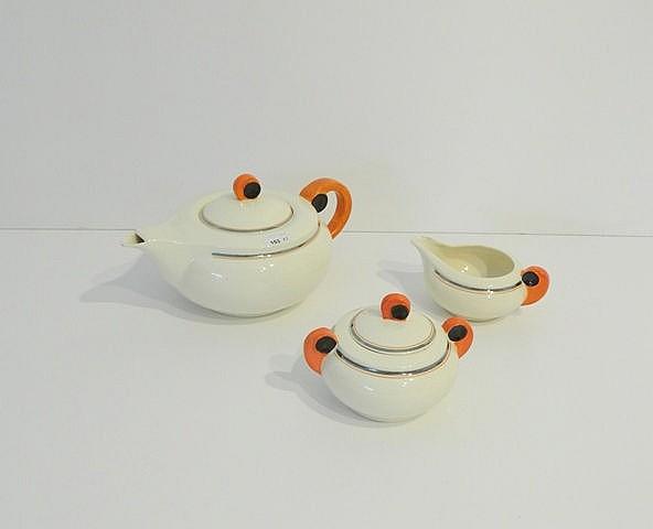 Partie de service à thé Moderniste, mi-XXe, faïence émaillée, trois pièces