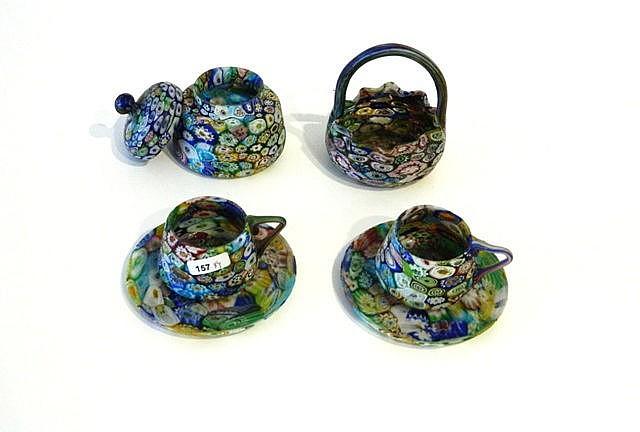 Ensemble en verre millefiori, XXe, quatre pièces : un pot couvert, une peti