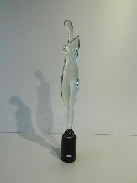 Figure féminine étirée, XXe, verre travaillé à chaud, h. 69 cm.