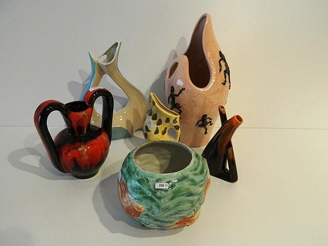 Lot de six vases aux décors polychromes divers, circa 1950-60, céramique ém