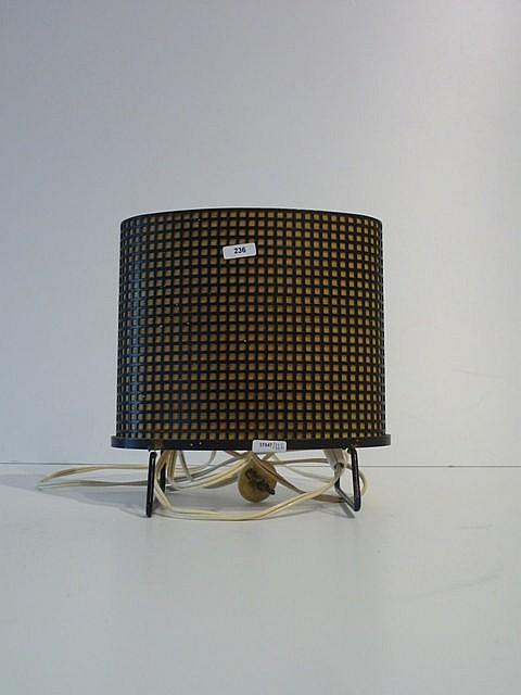 Petite lampe de table en forme d'ovale intérrompu reposant sur deux pieds,