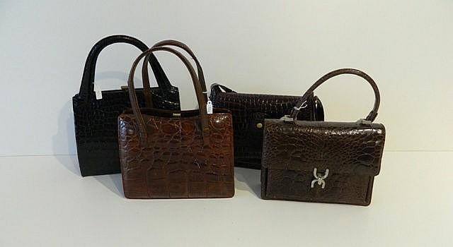 Lot de quatre sacs dans les camaïeux de bruns, décor matelassé en relief.