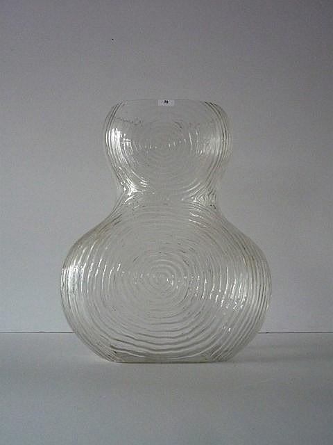 Important vase à décor de stries circulaires en relief, XXe, verre incolore