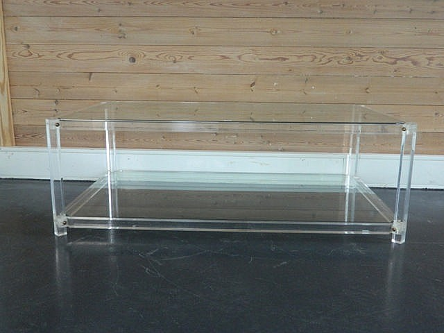 Table basse rectangulaire, circa 1970, plexiglas et verre, 40x120x70 cm [us