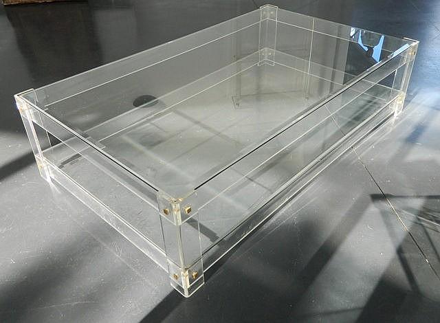 Grande table basse rectangulaire, circa 1970, plexiglas, plateau en verre b