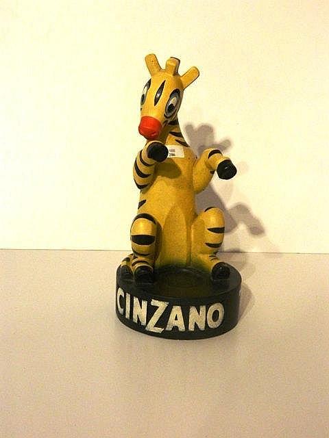 Mascotte publicitaire Cinzano, XXe, plâtre peint, h. 43 cm.