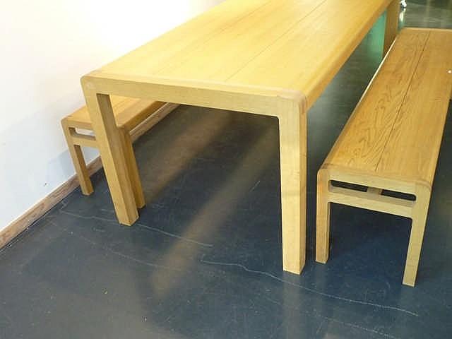 grande table rectangulaire design et ses deux bancs xxe ch. Black Bedroom Furniture Sets. Home Design Ideas