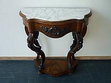 Console d'époque Louis-Philippe, mi-XIXe, acajou mouluré et sculpté, plate