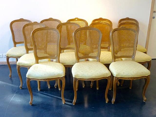 Suite de douze chaises en cabriolet de style louis xv xxe for Chaises louis xv cannees