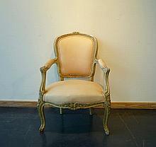 Petit fauteuil en cabriolet de style Louis XV, XXe, bois mouluré, sculpté