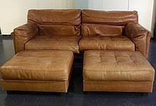 ROCHE-BOBOIS Grand canapé contemporain et une paire de poufs, circa 1980, c