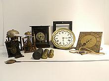 Ensemble de quatre mouvements d'horloge, travail ancien, fer forgé [accide