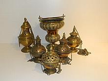 Ensemble de cinq encensoirs et d'un seau à eau bénite, travail ancien, lai