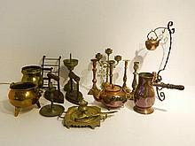 Varia de cuivres et d'étains anciens : bouilloire liégeoise et son réchaud