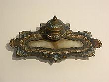 Encrier à riche décor polychrome d'émaux champlevés, XIXe, cuivre et marbr