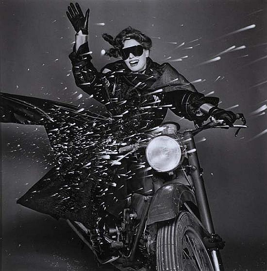 Gian Paolo BARBIERI (né en 1938) Christiana Steidten Moto Guzzi, Vogue Italie, 1974