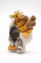 Christian Astuguevieille (né en 1946) BRACELET COLLAGE ANIMAUX  Bracelet en laiton couleur canon de fusil Animaux en peluche, girafe...