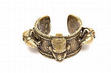 BRACELET DIVINATOIRE AFRICAIN  Bracelet en bronze Cameroun, Nigéria Dimensions: L 11,5 x P 7,5 x Ep