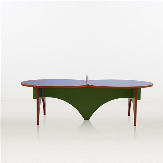 ƒ Lin Jing Table de Ping-Pong et ses quatre raquettes Bois peint et tissu Edition limitée à 8 exemplaires   4 E