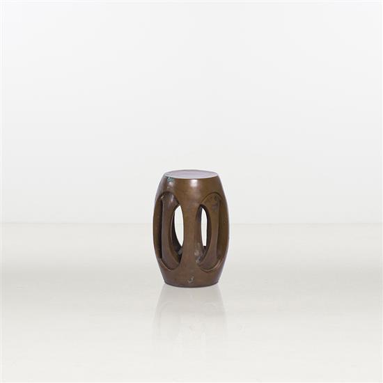 ƒ Shi Jianmin 4 Point Light Stool Tabouret lumineux Bronze Édition limitée à 3 exemplaires Numéroté 1/3 Date de création...