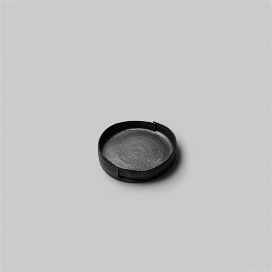 ƒ Song Tao Tulou 2 Plat Céramique Pièce unique Date de création : 2014 H 7,5 × Ø 35 cm