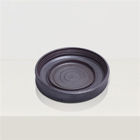 ƒ Song Tao Tulou 6 Plat Céramique Pièce unique Date de création : 2014 H 9,5 × Ø 49 cm