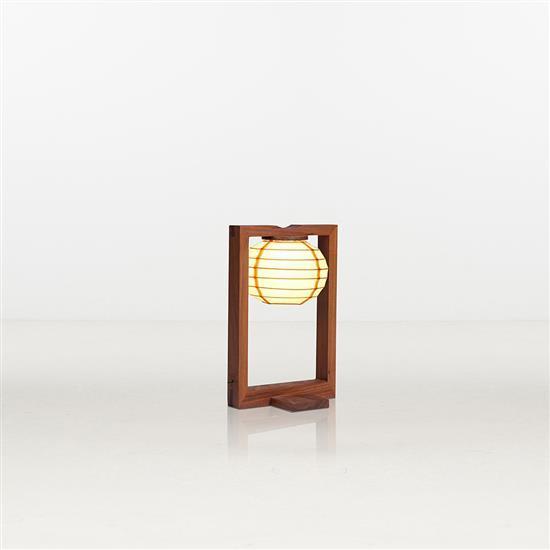 ƒ Xiao Tianyu Sky Light Lampe de table Bois et soie Pièce unique Date de création : 2012 H 41 × L 27 × P 23 cm
