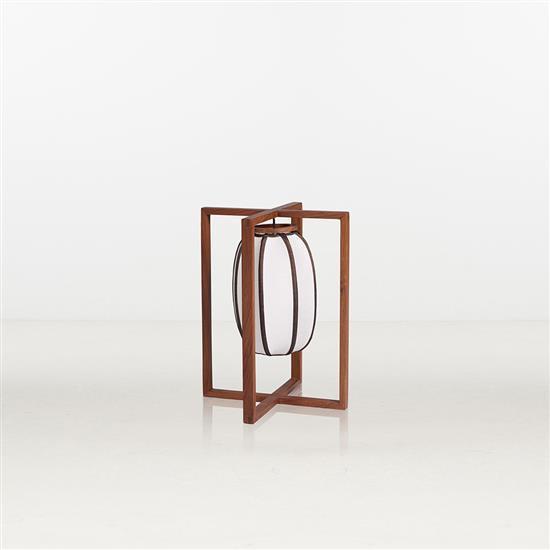 ƒ Xiao Tianyu Sky Light Lampe de table Bois et soie Pièce unique Date de création : 2012 H 45 × L 36 × P 36 cm