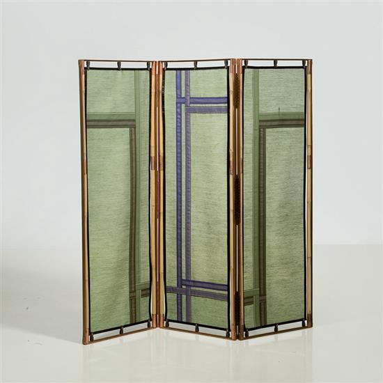 Lilou Grumbach-Marquand Paravent Structure : bambou et cuivre Panneaux intérieurs : tissu et galons Signé Lilou M