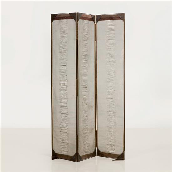 Lilou Grumbach-Marquand Paravent Structure : acier et cuivre Panneaux intérieurs : fis de cuivre tissés Signé Lilou M
