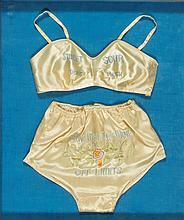 Sous-vêtements féminins de Pin-up présentés sous cadre Mention brodée :