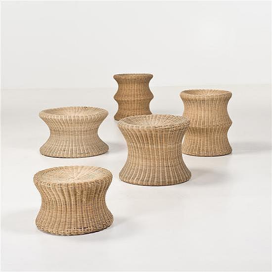 Eero Aarnio (né en 1932)Ensemble de cinq tabouretsCannageDate de création : 1960H 41 × Ø 37 cmH 29 × Ø 49 cmH 41 × Ø 37 cmH 24 × Ø 3...