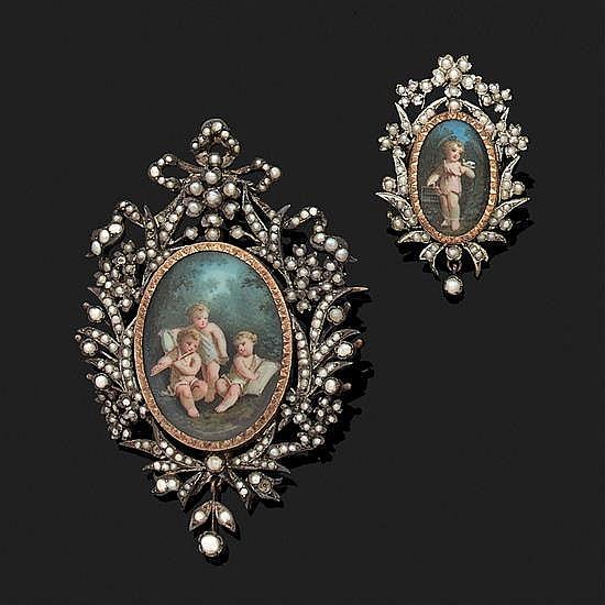 Ensemble en argent 800‰ et or 18k, 750‰ orné de miniatures à sujets d''enfants composé d''une Broche à médaillon ovale porte-souvenir,.