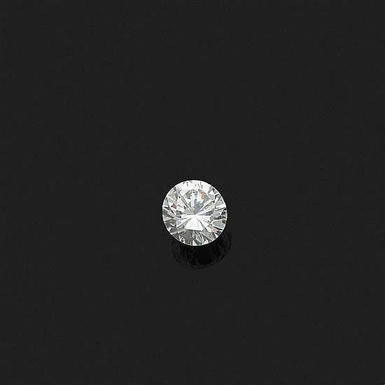 Diamant rond sur papier de taille brillant