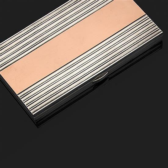 A. AUCOC. Boîte à cigarettes rectangulaire en argent 925‰ et vermeil à décor de stries.Signée.