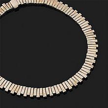 Collier ras du cou souple en argent 800‰ à décor moderniste composé de plaquettes rectangulaires