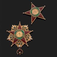Décoration turque en or jaune 9k, 375‰ émaillé rehaussée de diamants taillés en rose (manque un diamant)