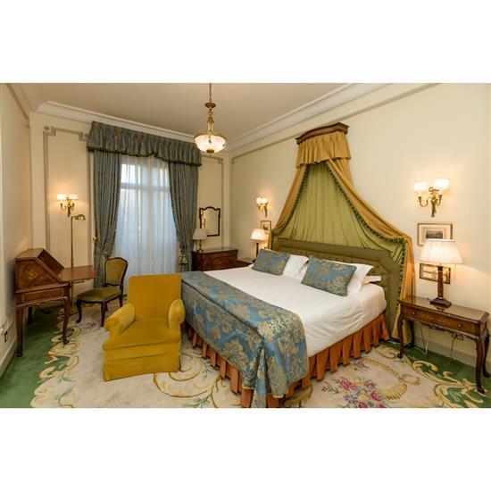 Tête de lit, 110x234 cm, deux lampes, H 67 cm, fauteuil, 75x75x75 cm, couvre lit, paire de rideauxCabecero, dosel, cortinas, sillon ...