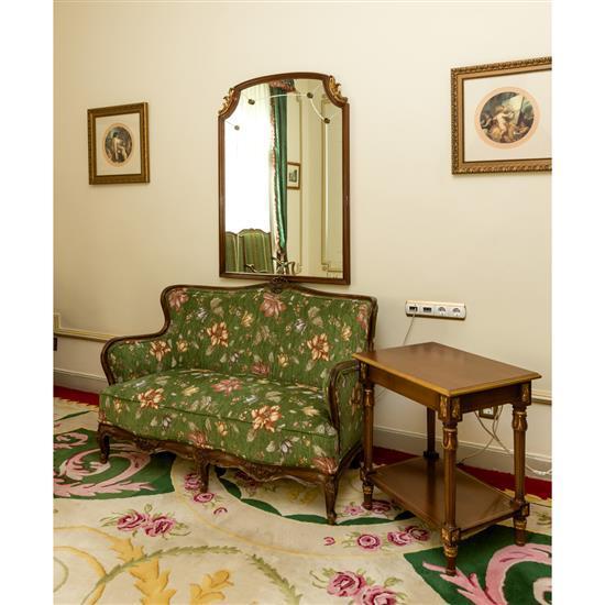 Miroir, 113x82 cm, canapé, 90x125x55 cm, table rectangulaire, 65x59x45 cm Sofa, espejo y mesa de TV