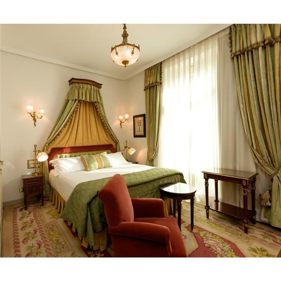 Tête de lit, 110x200 cm, deux chevets, 60x35x35 cm, deux lampes, H 60 cm, couvre lit et paire de rideauxCabecero, dosel, cortinas, p...