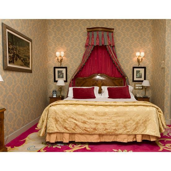 Tête de lit 130x150cm chaque, couvre lit, paire de rideaux, deux chevets 60x36x34 cm et deux lampesCabecero, dosel, cortinas, pareja...