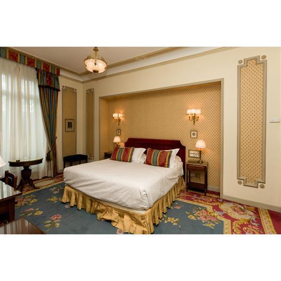 Tête de lit, 105x195 cm, deux chevets, 65x45x36 cm, deux lampes, H 50 cm, couvre lit, paire de rideauxCabecero, cortinas, pareja de ...