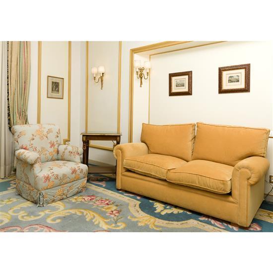 Canapé 57x180x90 cm, deux fauteuils 86x64x60 cm et table rectangulaire Sofa, dos butacas y mesa TV