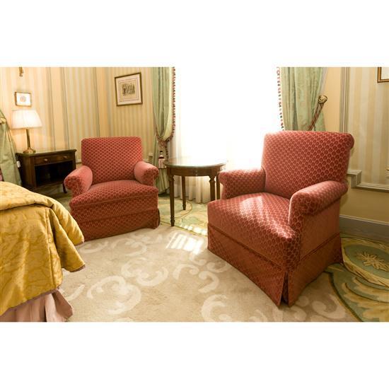 Deux fauteuils, 84x70x80 cm, guéridon, H 60 x D 60 cm et table rectangulairePareja de sillones, velador en madera y mesa TV